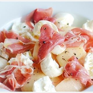 切り方で変わる桃とモッツァレラと生ハムの前菜