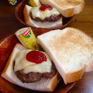 つなぎなしでも美味しい♪食パンハンバーガー★