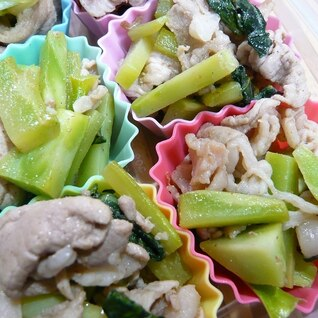 ブロッコリーの茎と葉の豚肉炒め