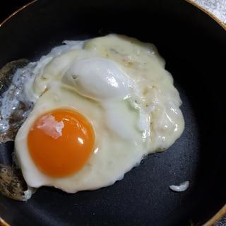 簡単美味しい!カリカリチーズ目玉焼き(*^^*)
