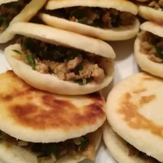 パンから作るよ! 中国式ハンバーガー