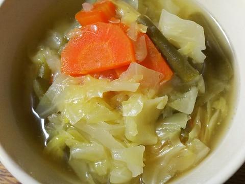 キャベツと人参とインゲンのコンソメスープ