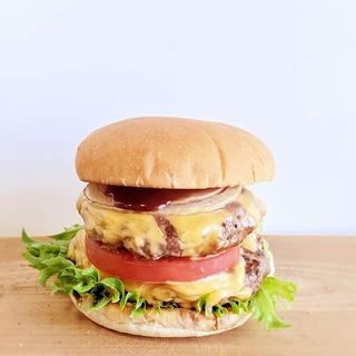 牛薄切り肉で肉肉しい☆オリジナルグルメバーガー