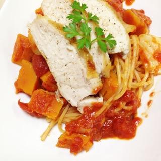 キャベツとチキンソテーのトマトソースパスタ