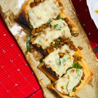 魚焼きグリルで簡単一品★油揚げのネギ納豆ピザ