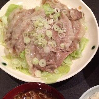 レタスと豚バラ肉の炒めもの