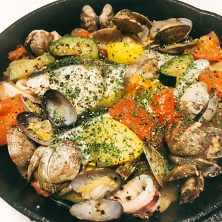 簡単おしゃれ料理!夏野菜と白身魚のアクアパッツァ