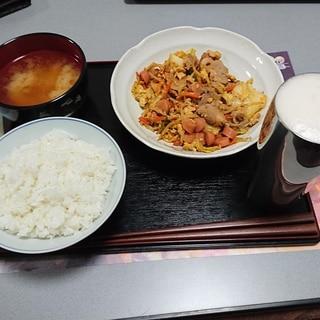 エバラの辛口野菜炒め  (一人暮らし初心者)