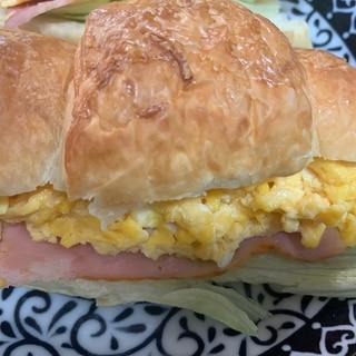 ベーコンと卵のクロワッサンサンド♪