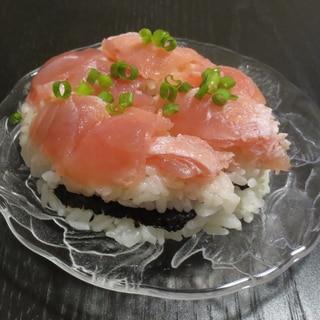 マグロで 寿司ケーキ