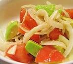 新玉ねぎとアボカドのサラダ