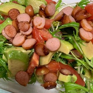 野菜がモリモリ食べられちゃう!ウインナーサラダ