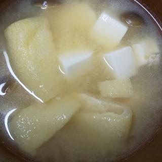 豆腐と油揚げとぶなしめじのお味噌汁