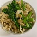 糸豆腐とスティックセニョールの和え物