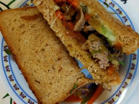 あまった肉野菜炒めで!サンドイッチランチ♪