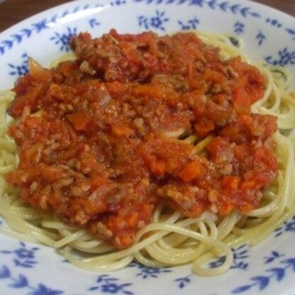 こんにちは^^ トマトたくさん頂いたので、初めて生のトマトでミートソースを作ってみました♪缶詰で作るより美味しい気がしました。主人にも好評で良かったです❤