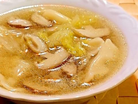 白菜と椎茸の水餃子スープ