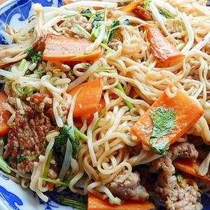 インスタントラーメンの麺で❤焼きそば♪(ケチャ他)