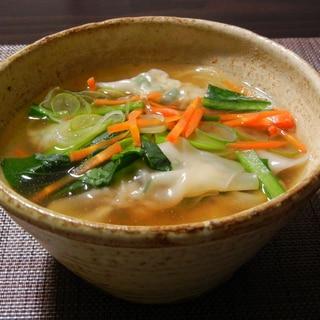 緑黄色野菜たっぷりワンタンスープ