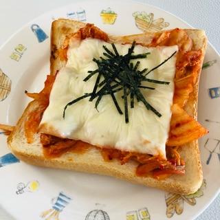 とろ〜りチーズとキムチのトースト