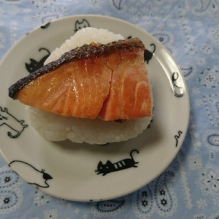 ご飯がおいしい~焼き鮭のおにぎり