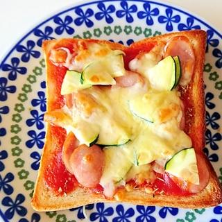 ズッキーニとウインナーのピザトースト