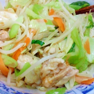 男の自炊料理。鶏肉と野菜炒め。