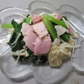 我が家の定番おかず♪小松菜とエノキのベーコン炒め