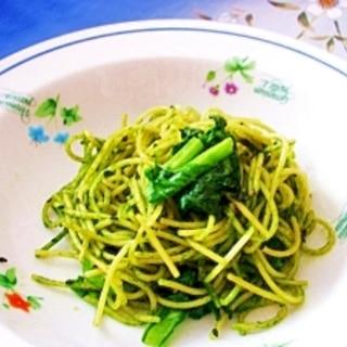 ジェノベーゼソースと冷凍小松菜で時短、緑のパスタ