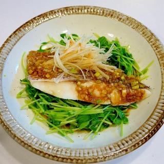 熱々のごま油をかけて!真鯛の中華蒸し ねぎ油ソース