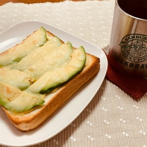 アボカドで朝トースト