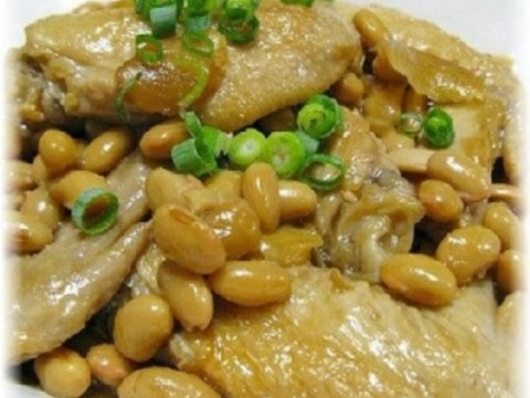 鶏の手羽先と大豆の煮込み