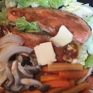 ホットプレートで!鮭の辛味噌ちゃんちゃん焼き