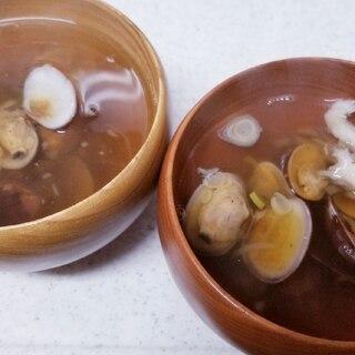 茅乃舎ダシで作るアサリと舞茸と長葱のお吸い物