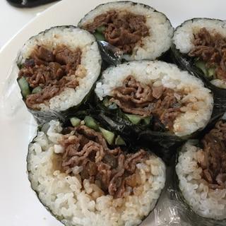 【ごはんレシピ】牛肉とキュウリの簡単肉巻き寿司♪♪