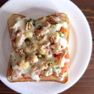 今日のピザトースト(ツナトマト)