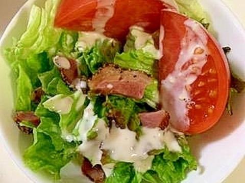 サニーレタスとトマトの ペッパーポークサラダ