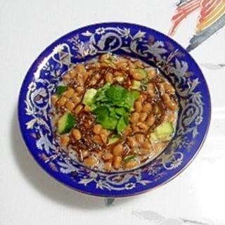 納豆に、胡瓜とえごま油