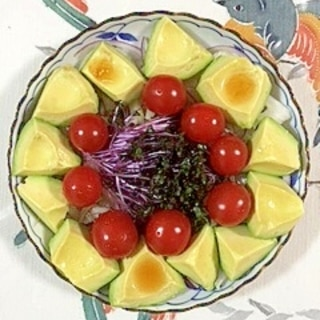 セロリと赤玉葱、アボガドのサラダ