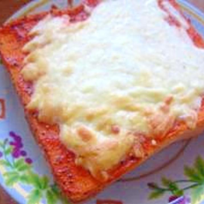 ピザソースがなくても大丈夫☆簡単ピザトースト
