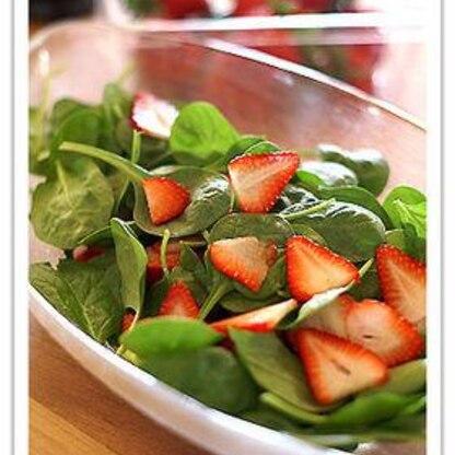 いちごとほうれん草のサラダ