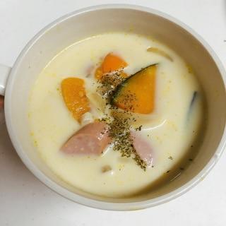 ハロウィンにも♪かぼちゃとウインナーの豆乳スープ