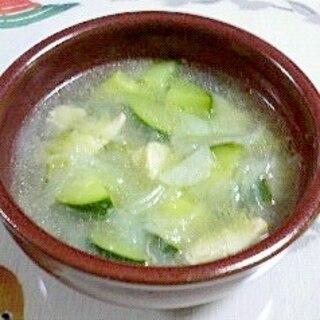 鶏ムネ肉とズッキーニのスープ