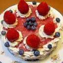 イチゴたっぷり、ピンクのケーキ