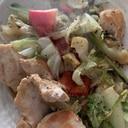 キャベツたっぷり生姜鶏胸肉のニンニク醤油バター焼き