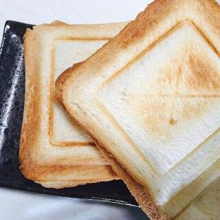 チーズがトロトロ☆クリームシチューホットサンド