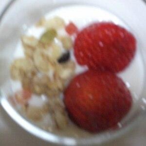 お好きな果物で♪フルーツグラノーラのヨーグルトかけ