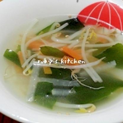 細切り大根と人参のわかめスープ