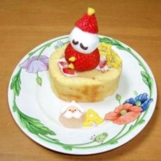 イチゴでサンタ・雪だるまの飾りケーキ。