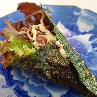 黒胡麻/マヨで サニーレタスとお蕎麦の海苔巻き